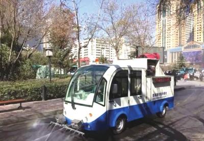 兰州:街道自主研发喷洒一体电动环卫车 灵活机动有效提高小街巷降尘效率