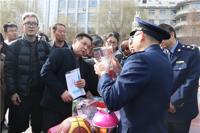 """甘肃省举行""""3.15国际消费者权益日""""宣传活动 现场受理投诉26件(组图)"""