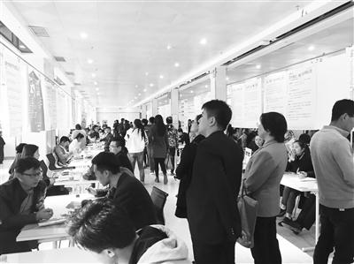 """甘肃省人力资源服务大市场专场招聘会为求职者提供""""私人订制"""""""