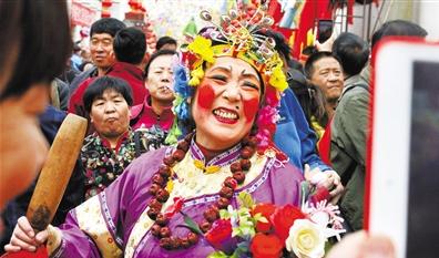 二月二,苦水社火舞新春