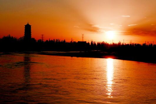 疏勒河畔春潮涌 以水为墨谱华章——记最美家乡河疏勒河(图)