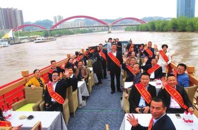 兰州:劳模游黄河