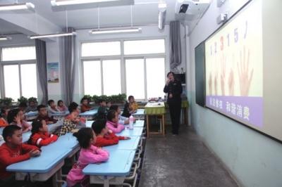 12315走进小学课堂 甘肃省工商局开展消费教育进课堂活动(图)