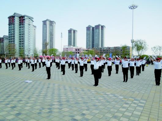 酒泉肃州区举办区直机关庆五一职工广播操比赛(图)