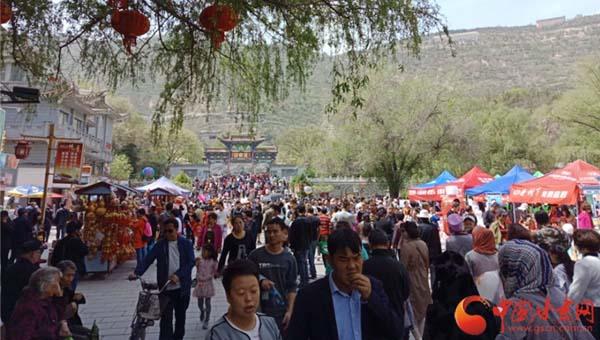"""""""五一""""小长假 甘肃省共接待游客1190万人次实现旅游收入77.4亿元"""