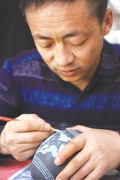 小小蛋壳上雕出大艺术走近蛋雕艺人杨星国