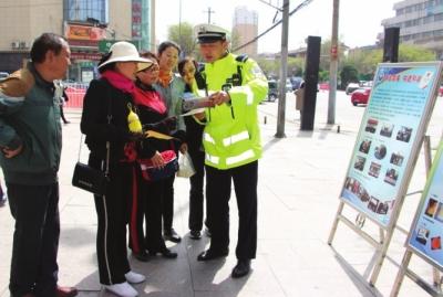 兰州红古交警开展拒绝毒驾宣传