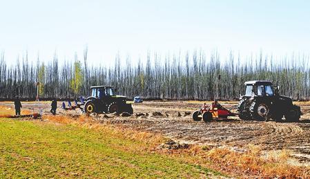 酒泉市阿克塞县落实惠农政策 提高机械化生产程度
