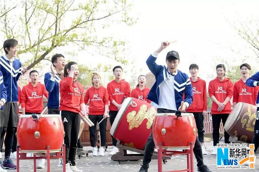 张掖山丹:雪后壮美军马场