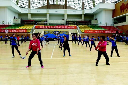 酒泉肃北县举办首届柔力球培训班(图)