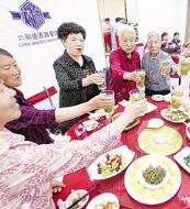 兰州40名母亲欢聚一堂欢度母亲节