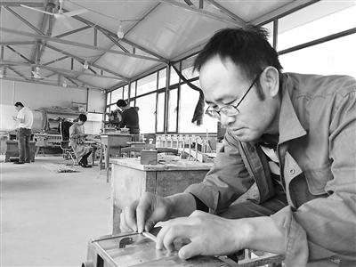 ca88亚洲城文娱手机非遗丨子承父业:一名80后的工匠梦