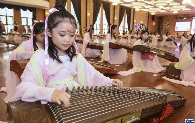 河北广阳:百人拨弦传承国粹