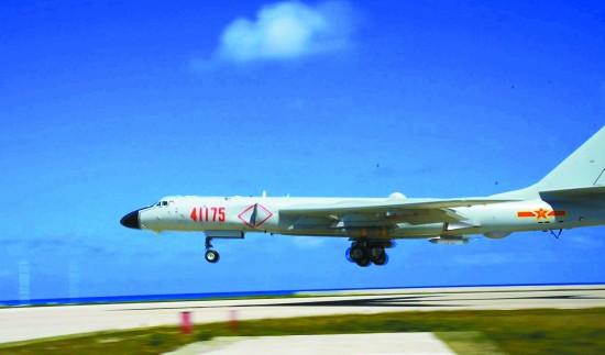 """轰-6K""""战神""""首降南海引国内外关注 释放哪些信号"""