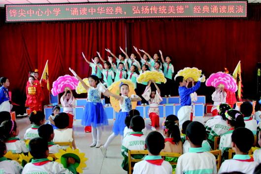 酒泉肃州区铧尖中心小学举办诵读展演活动(图)