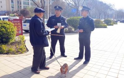 兰州市城关公安开展文明养犬宣传活动(图)