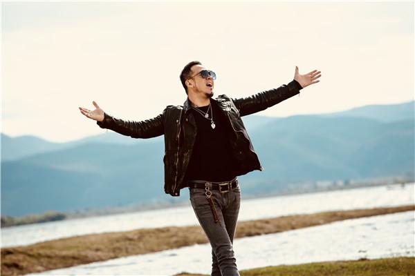 杨坤《带着工作去旅行》纪录短片首发