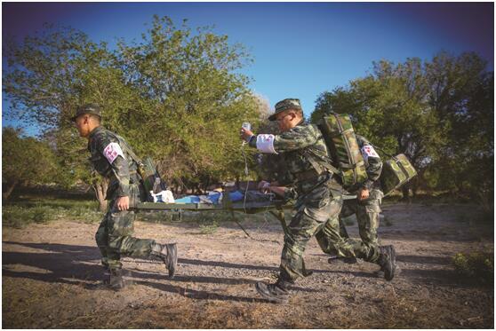 武警酒泉支队组织卫勤分队开展战场救护演练(图)