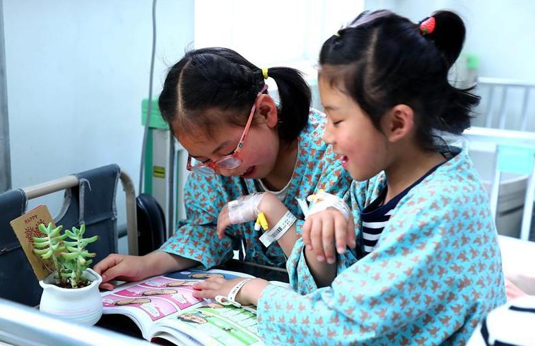 被资助的甘肃西和县视障、听障患儿来京治疗