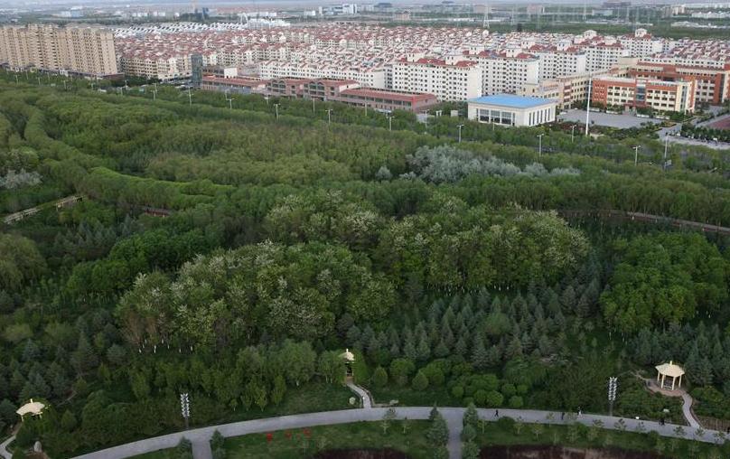 甘肃嘉峪关:戈壁钢城的绿色生活