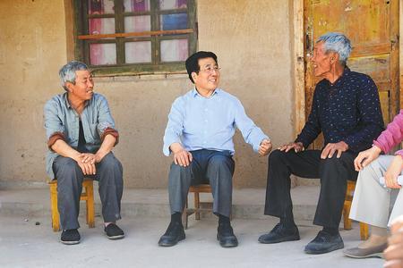 林铎在会宁县调研时强调:抓实一户一策 夯实产业扶贫 全力以赴打好精准脱贫攻坚战