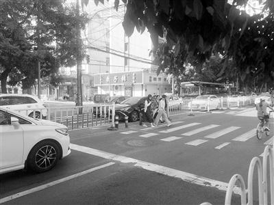 兰州市民反映:农民巷西口什字应设人行红绿灯