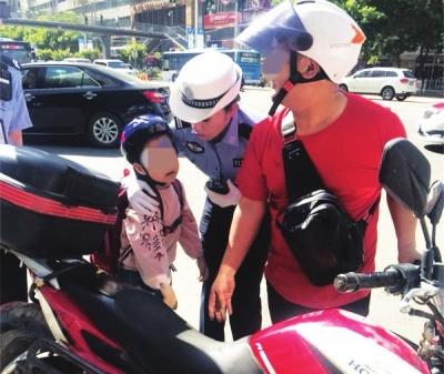兰州交警提醒:未满十二周岁不得乘坐摩托车