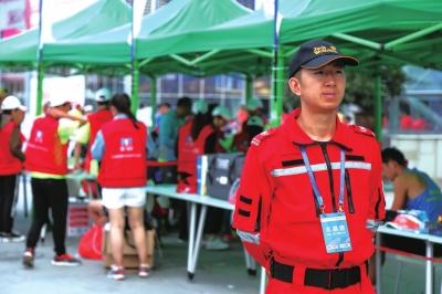 4300名志愿者服务兰马(图)