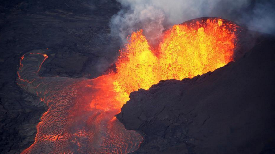 夏威夷火山喷发 所经之处一片荒芜