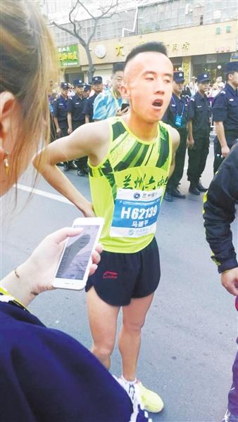 """兰州六中包揽""""兰马""""5公里男女前三名"""