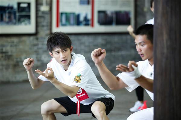 王俊凯弹跳力出色 董子健平衡力过人