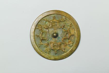 莹光如水照佳人——承载着古人审美情怀的古代铜镜