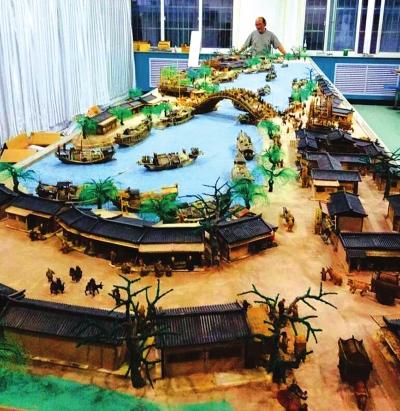 武威艺人完成手工立体微雕《清明上河图》