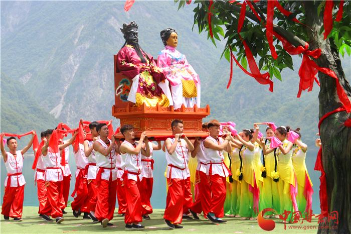 陇南文县以白马人文化为内核 打造九寨旅游黄金线上闪光点