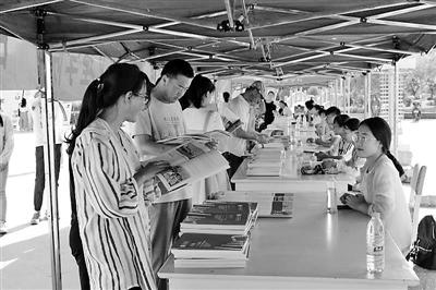 甘肃省内15所高校齐聚河西学院举行高招咨询会