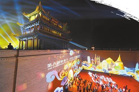 雄关脚下激情奏响丝路乐章——第八届敦煌行·丝绸之路国际旅游节开幕式侧记