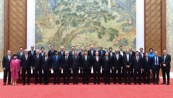 """习近平会晤列席""""环球首席实行官委员会""""特殊圆桌峰会外方代表"""