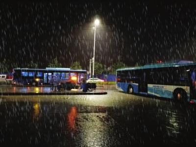 昨夜金城暴雨来袭 最大降水量在青白石气象部门发布地质灾害气象风险预警