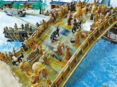 大型白牦牛角立体微雕《清明上河图》武威问世 由雕刻师刘金禄耗费20年潜心创作完成