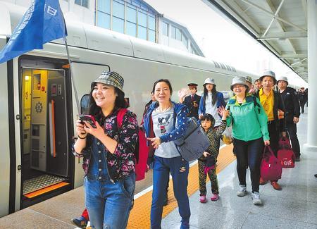 上半年兰铁集团发送旅客近2900万人次 增幅位居全国各铁路局集团第一