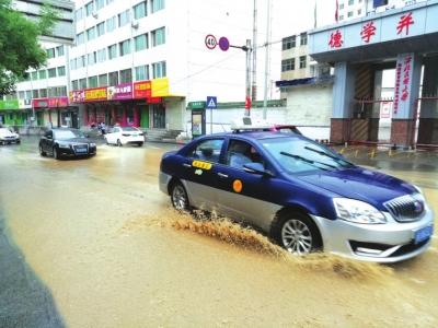 兰州罗九公路山洪倾泻而下