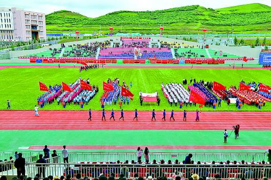 甘南州首届体育运动会开幕 俞成辉宣布运动会开幕 赵凌云致开幕辞