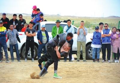 酒泉肃北举行文明旅游节暨敖包那达慕(图)