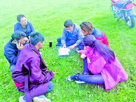 甘南州委政法委与帮扶村党支部开展支部共建活动