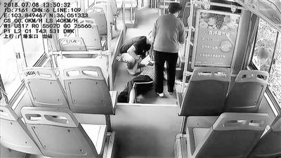 兰州公交集团工作人员温馨提示:乘坐空调公交车不要贪凉直对风口