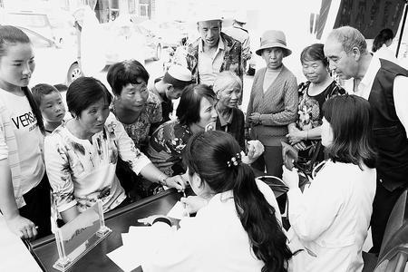 临夏东乡县健康扶贫宣传活动在河滩镇举行