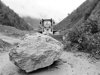 公路系统全力抢修 甘肃省39条雨损公路基本恢复畅通