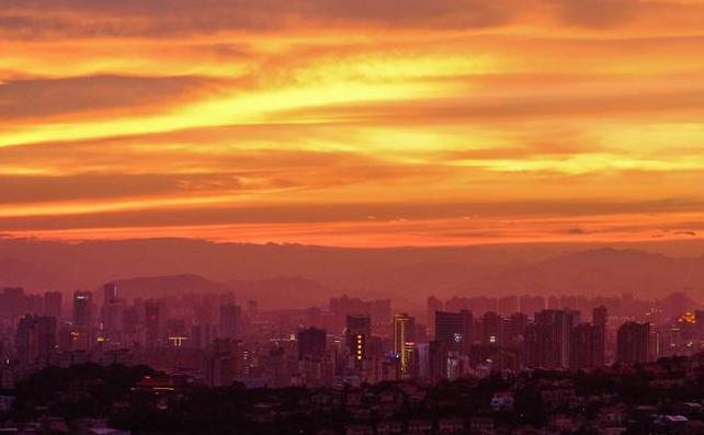 福建泉州:晚霞绚烂映天红