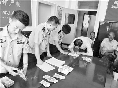"""兰州:""""老赖""""拖欠农民工工资 七里河警方帮忙追回"""