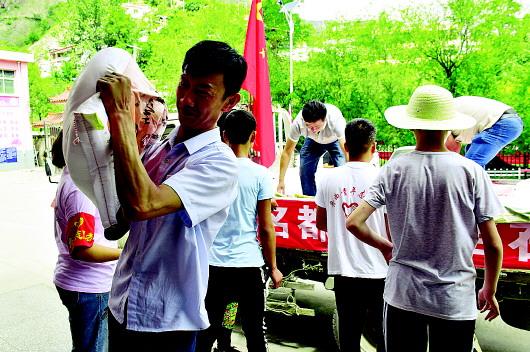 爱心企业积极向南峪灾区捐赠防汛救灾物资